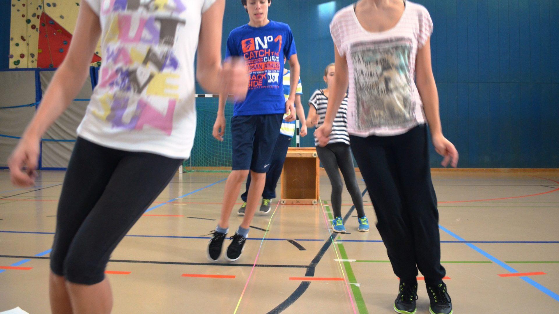 Chinese Jump Rope bringt die ganze Klasse zum Schwitzen